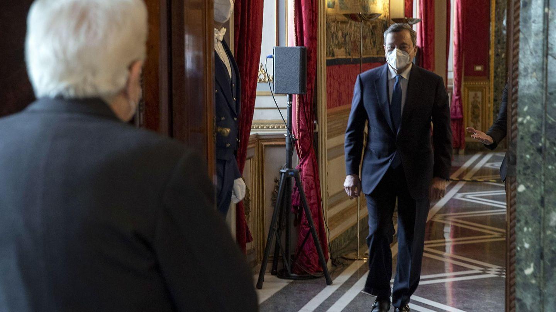 Sergio Mattarella, presidente de la República, recibe a Draghi en el Quirinal. (EFE)