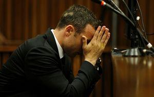 Pistorius, acusado de disparar un arma en un restaurante