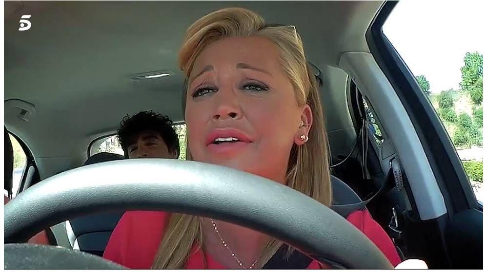 Foto: Belén Esteban, al volante. (Mediaset)