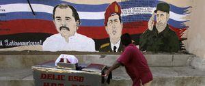 Foto: Castro, Evo y Ortega contienen el aliento tras la muerte de Chávez