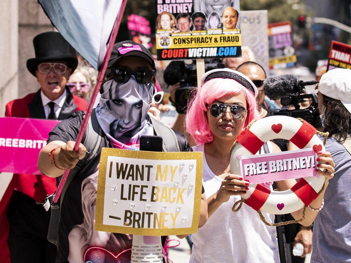 Foto: Fans de Britney Spears en una pintoresca manifestación en Los Ángeles contra su padre y tutor legal. (EFE)