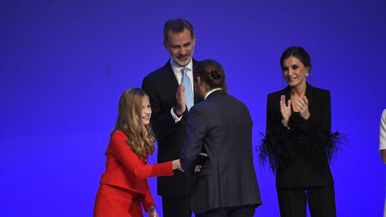La princesa Leonor, entregando el premio a Ignacio Hernández Medrano. (Limited Pictures)