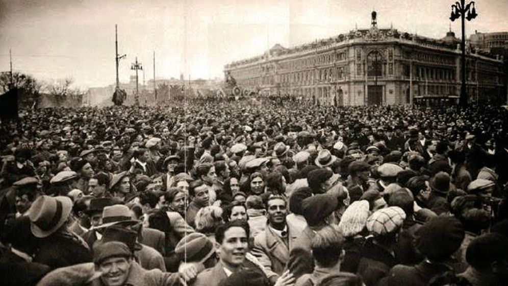 Foto: Celebración en Cibeles (Madrid) tras los comicios de febrero de 1936 que dieron la victoria al Frente Popular