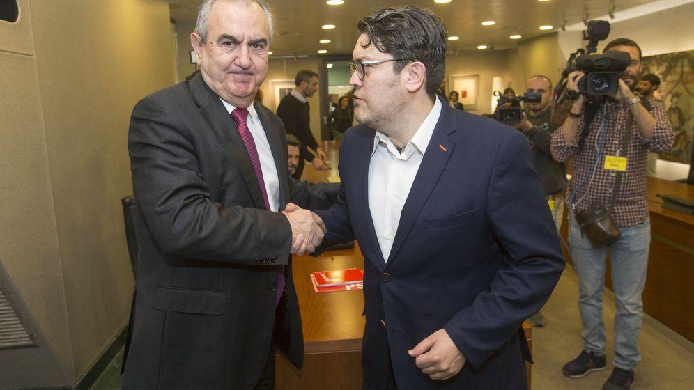 Foto: Los portavoces de los grupos parlamentarios en la Asamblea Regional de Murcia, Rafael González Tovar POSE (i) y Miguel Sánchez de Ciudadanos (d). (EFE)