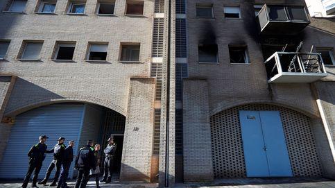 Quince heridos, cuatro de ellos graves, en el incendio de un piso en Barcelona