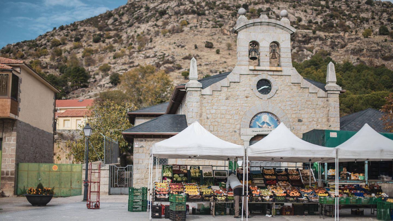 La iglesia de Zarzalejo, en el barrio de la estación.