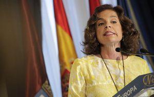Ana Botella se ríe de sí misma y afila el cuchillo contra Aguirre