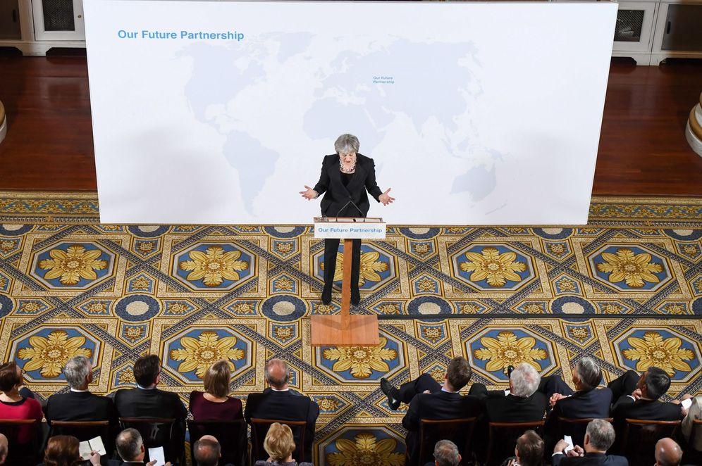 Foto:  Theresa May expresa su posición de cara a la próxima fase de las negociaciones del brexit durante un acto en la Mansion House en Londres. (EFE)