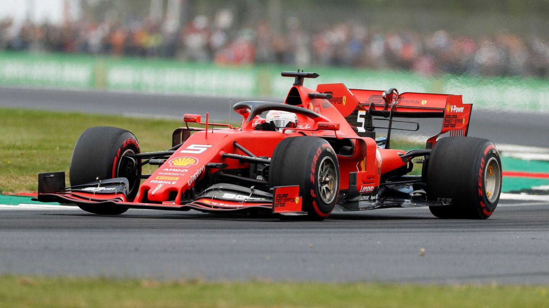 Vettel durante los entrenamientos libres en Silverstone. (Reuters)