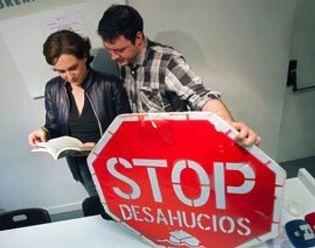 Foto: Afectados desconfían del pacto Gobierno-PSOE para frenar los desahucios