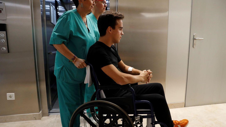 Gonzalo, momentos antes de abandonar el hospital San Francisco de Asís. (EFE)