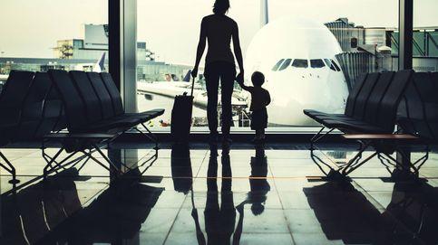 Su hijo voló solo en el avión, le envían a otra ciudad, y le devuelven a otro niño
