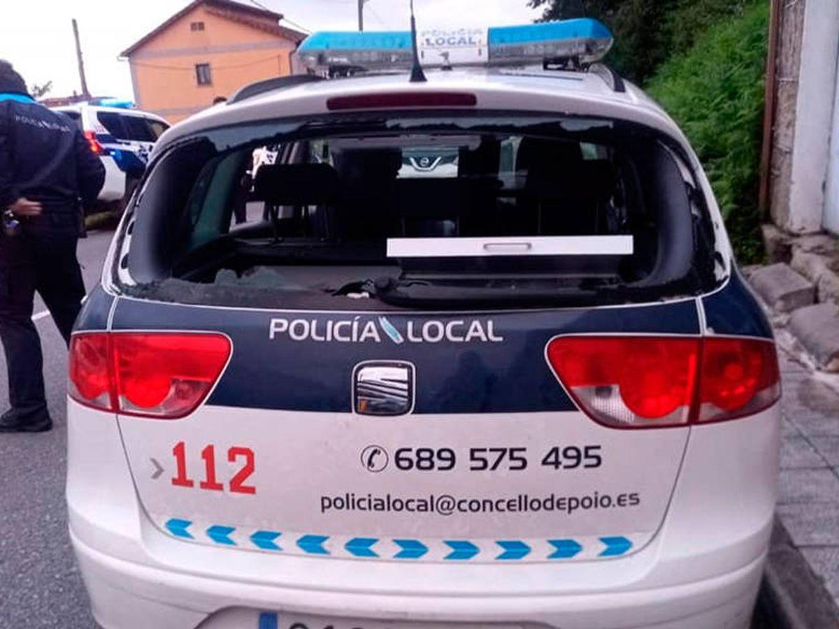 Foto: Así quedó uno de los coches de la Policía Local de Poio (Foto: Facebook)