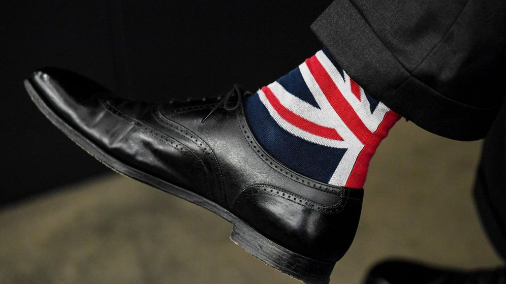 Foto: Detalle de los calcetines del europarlamentario británico partidario del Brexit Nigel Farage en el Parlamento Europeo en Estrasburgo, el 16 de diciembre de 2019. (Reuters)