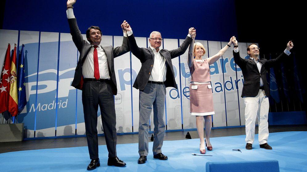 Foto: A la derecha, el diputado Daniel Ortiz junto a Aguirre e Ignacio González. (Efe)