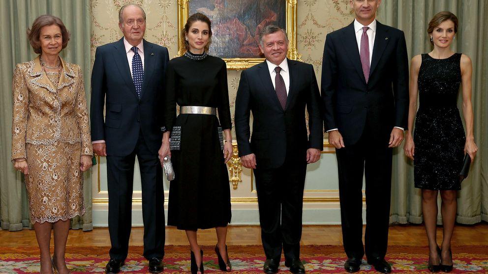 Letizia 'evita' el duelo con Rania: se planta un vestido que ha llevado 12 veces