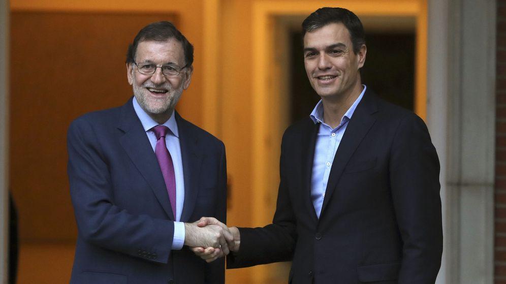 Foto: El presidente del Gobierno, Mariano Rajoy, y el líder del PSOE, Pedro Sánchez, se reúnen en el palacio de la Moncloa. (EFE)