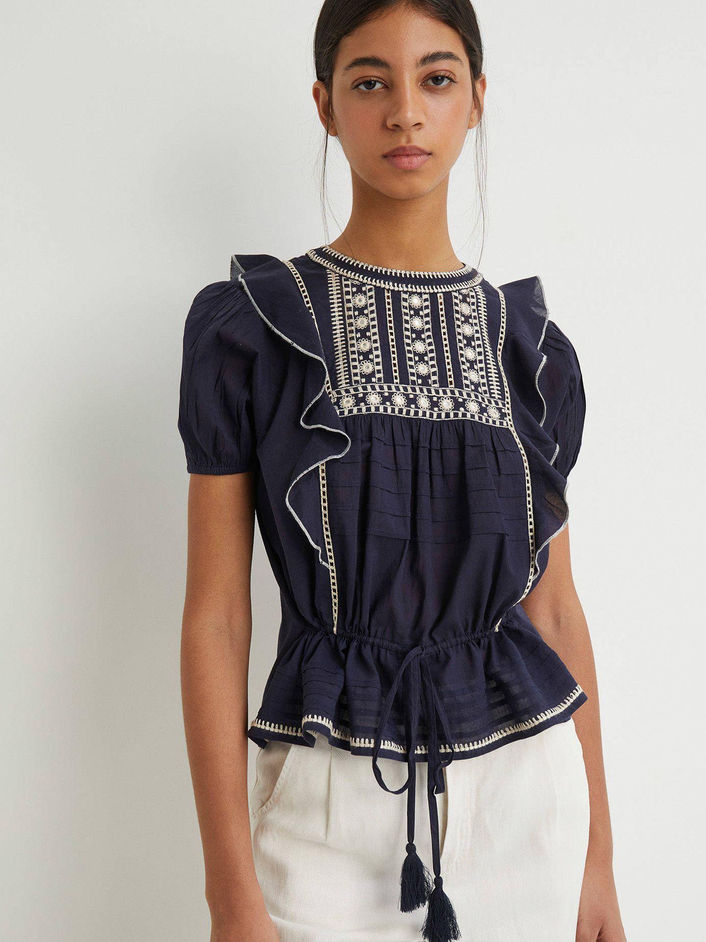 Blusa bordada de Sfera. (Cortesía)