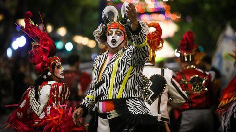 Masa de aire frío en Galicia y desfile inaugural del carnaval de Uruguay: el día en fotos