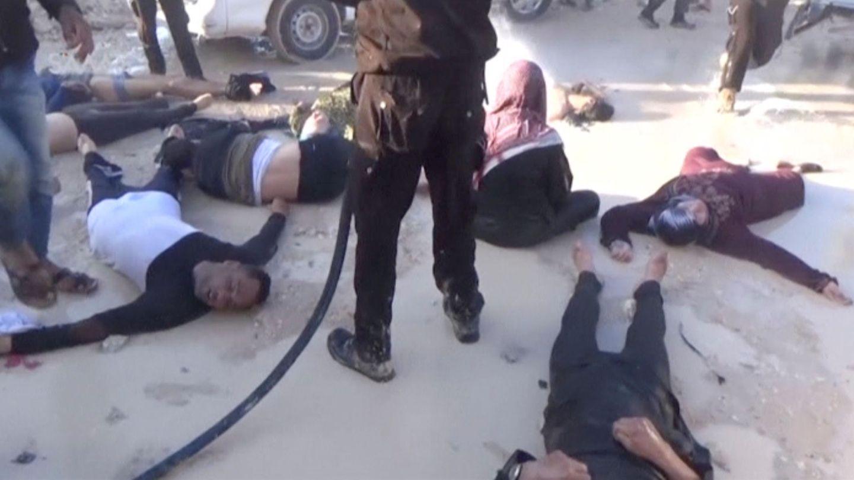 Imagen de un vídeo de las víctimas de Khan Sheikhoun, la localidad que sufrió el ataque químico este martes. (Reuters)