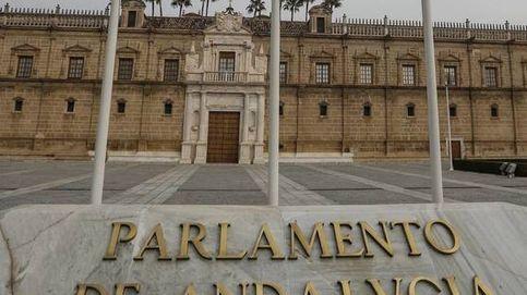 El Parlamento andaluz deja el 25-N en una señal de tráfico para no molestar a Vox