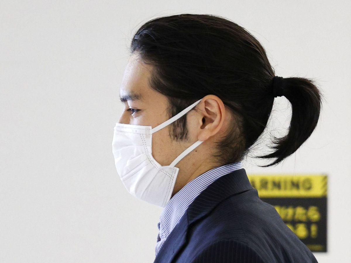 Foto: Kei Komuro, en el aeropuerto de Narita, en Tokio, este 27 de septiembre. (Reuters)