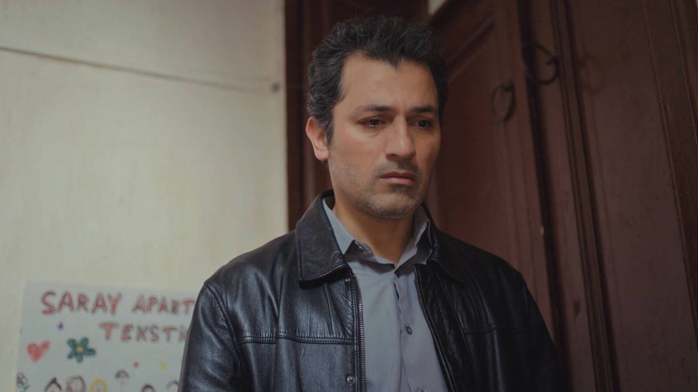 Arif, hundido, después de que Bahar haya roto con él. (Atresmedia)