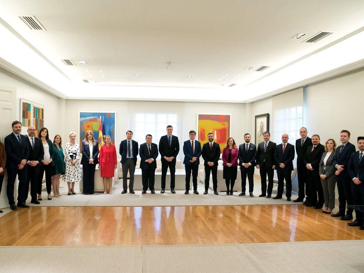 Foto: Pedro Sánchez preside la toma de posesión de los altos cargos de la Presidencia del Gobierno, el pasado 19 de febrero en la Moncloa. (Twitter)