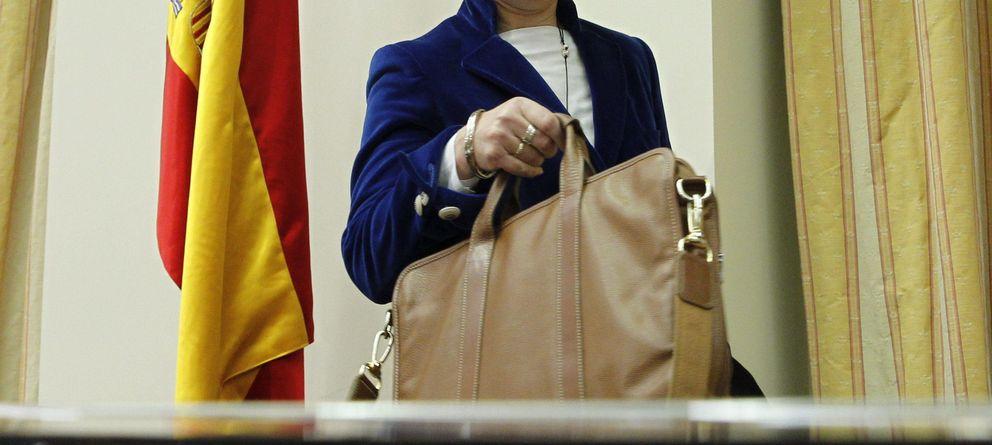 Romana renuncia a un 30% de su sueldo y a variables y cobrará menos de 300.000€