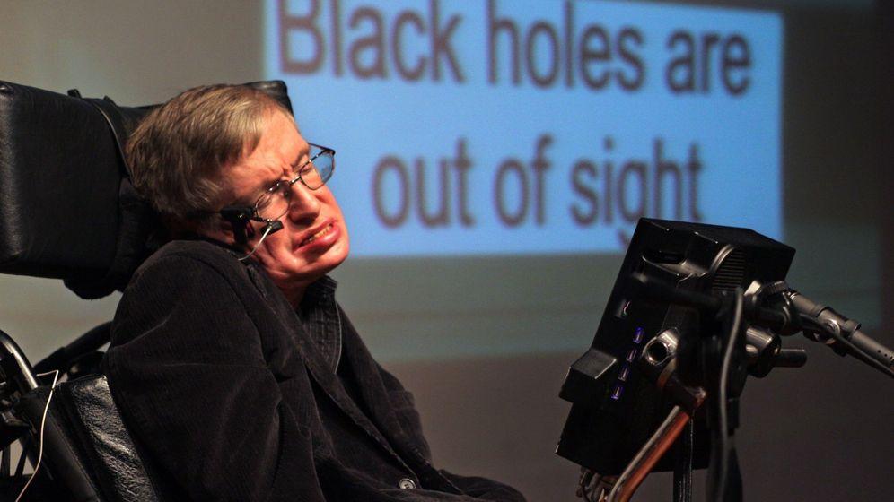Foto: Hawking, en una charla sobre agujeros negros. (EFE)
