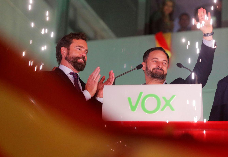 Espinosa de los Monteros (i) y Santiago Abascal (d) en la celebración de los resultados electorales. (Reuters)