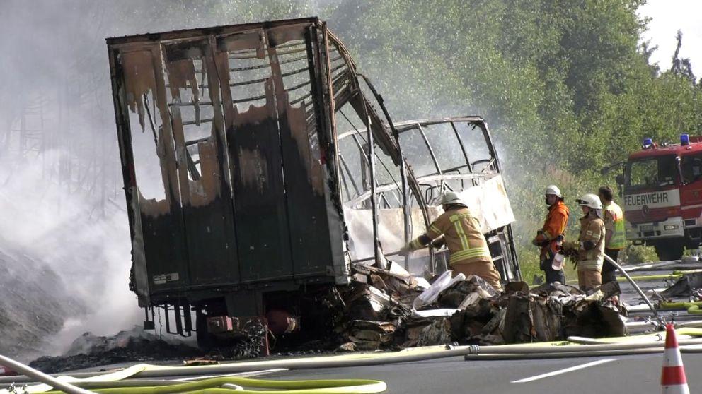 Varios muertos en un accidente de autobús en Alemania: Solo queda el chasis