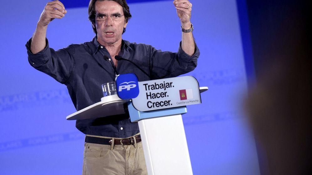 Foto: El expresidente del Gobierno, José María Aznar, interviene en un mitin de apoyo a la candidata a la reelección como presidenta de Castilla-La Mancha, María Dolores Cospedal, en Toledo. (Efe)