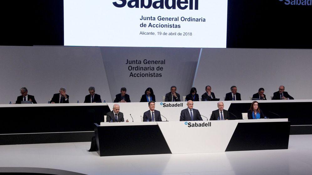 Foto: Junta general de accionistas de Sabadell del pasado abril. (EFE)