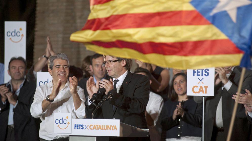 Foto:  El presidente de la Generalitat, Carles Puigdemont (2i), y el candidato al Congreso por Barcelona, Francesc Homs (i), durante el inicio de campaña electoral. (EFE)