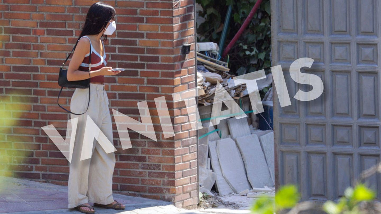 Aitana visita las obras de su casa. (Contacto Press)