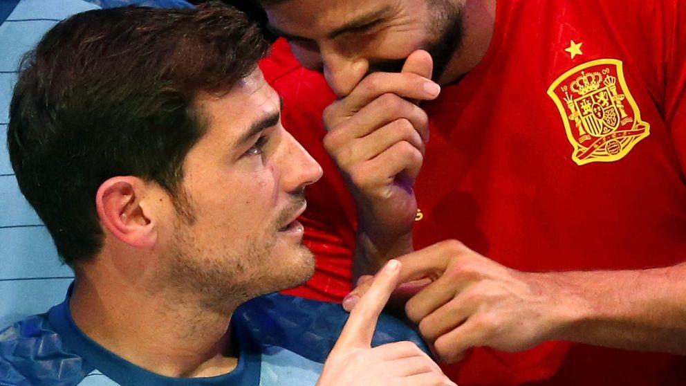 Casillas 'pincha' a Piqué en Periscope: ¿Tú quieres seguir en la selección?
