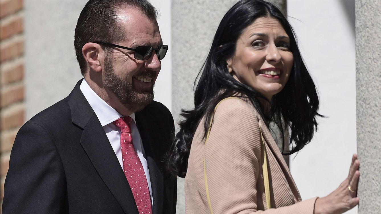 Foto: Jesús Ortiz y su mujer en la comunión de la Princesa Leonor