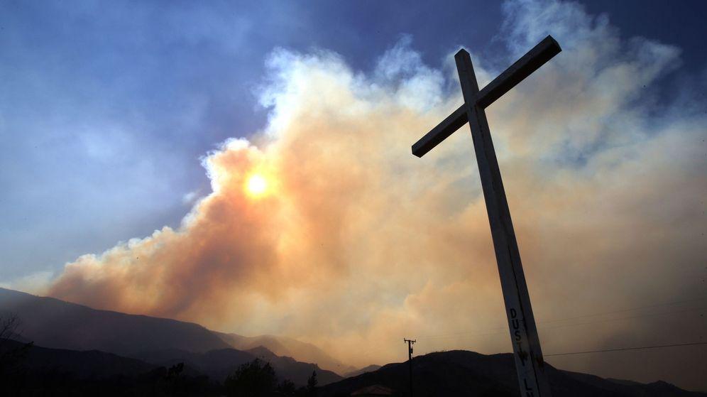 Foto: Uno de los grandes incendios de la semana pasada en California. (EFE/Mike Nelson)