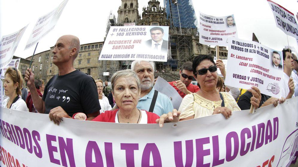 Foto: Las víctimas de la tragedia del Alvia en la concentración del tercer aniversario. (EFE)