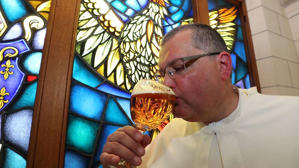 Foto: Karel Stautemas, máxima autoridad de la abadía de Grimbergen. (Reuters)
