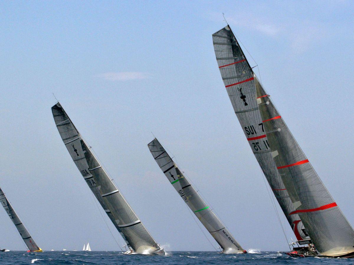 Foto: Barcos de la America's Cup, en una regata en Valencia. (EFE)