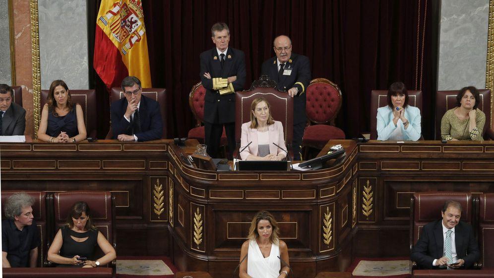 Foto: Miembros de la nueva Mesa del Congreso de los Diputados. (EFE)