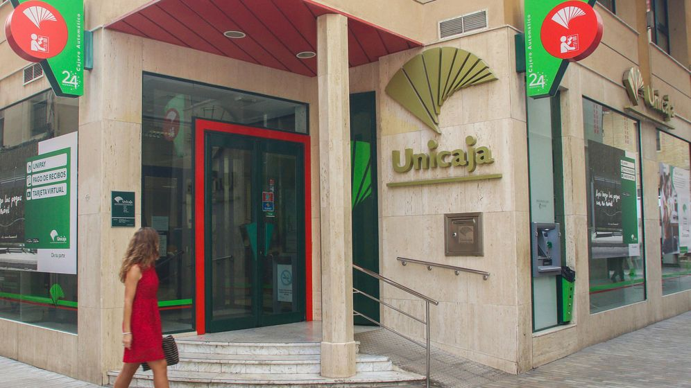 Foto: Exterior de una oficina de Unicaja Banco. (EFE)