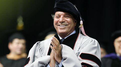 Julio Iglesias, doctor 'honoris causa' con toga y birrete