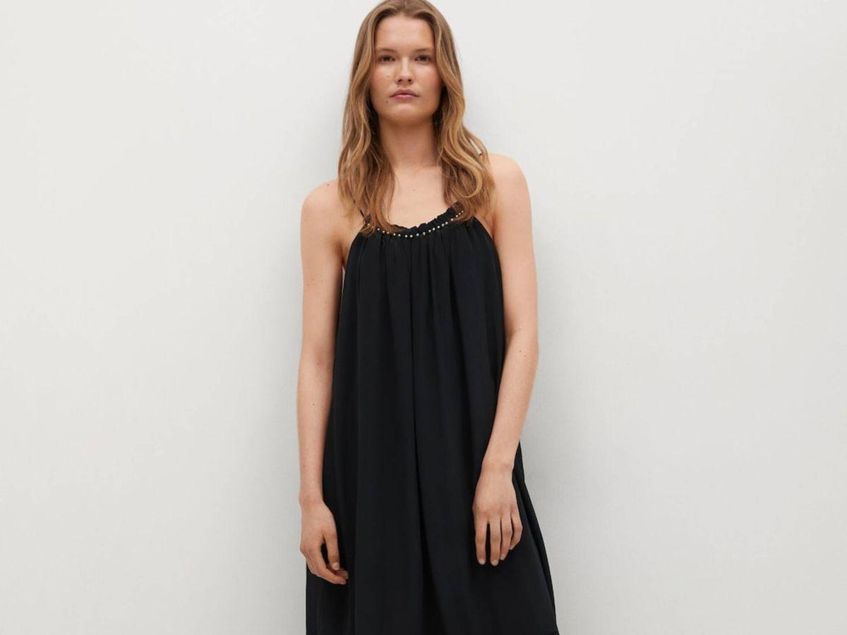Foto: El vestido negro de Mango para todas las edades y siluetas. (Cortesía)