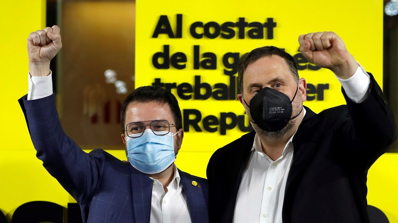 El candidato de ERC a la presidencia de la Generalitat, Pere Aragonès (i), y el presidente del partido Oriol Junqueras. (EFE)