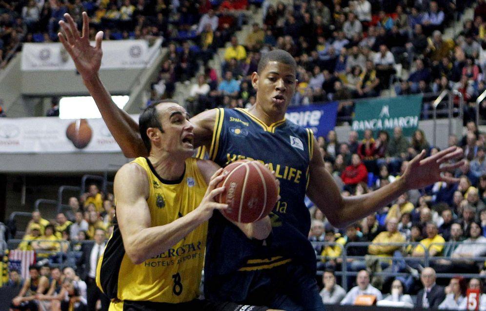 Foto: Walter Tavares, a la derecha, jugó en el Herbalife Canarias. (EFE)