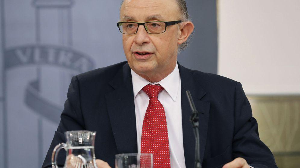 Foto: El ministro de Hacienda, Cristóbal Montoro, en una rueda de prensa tras el Consejo de Ministros. (EFE)