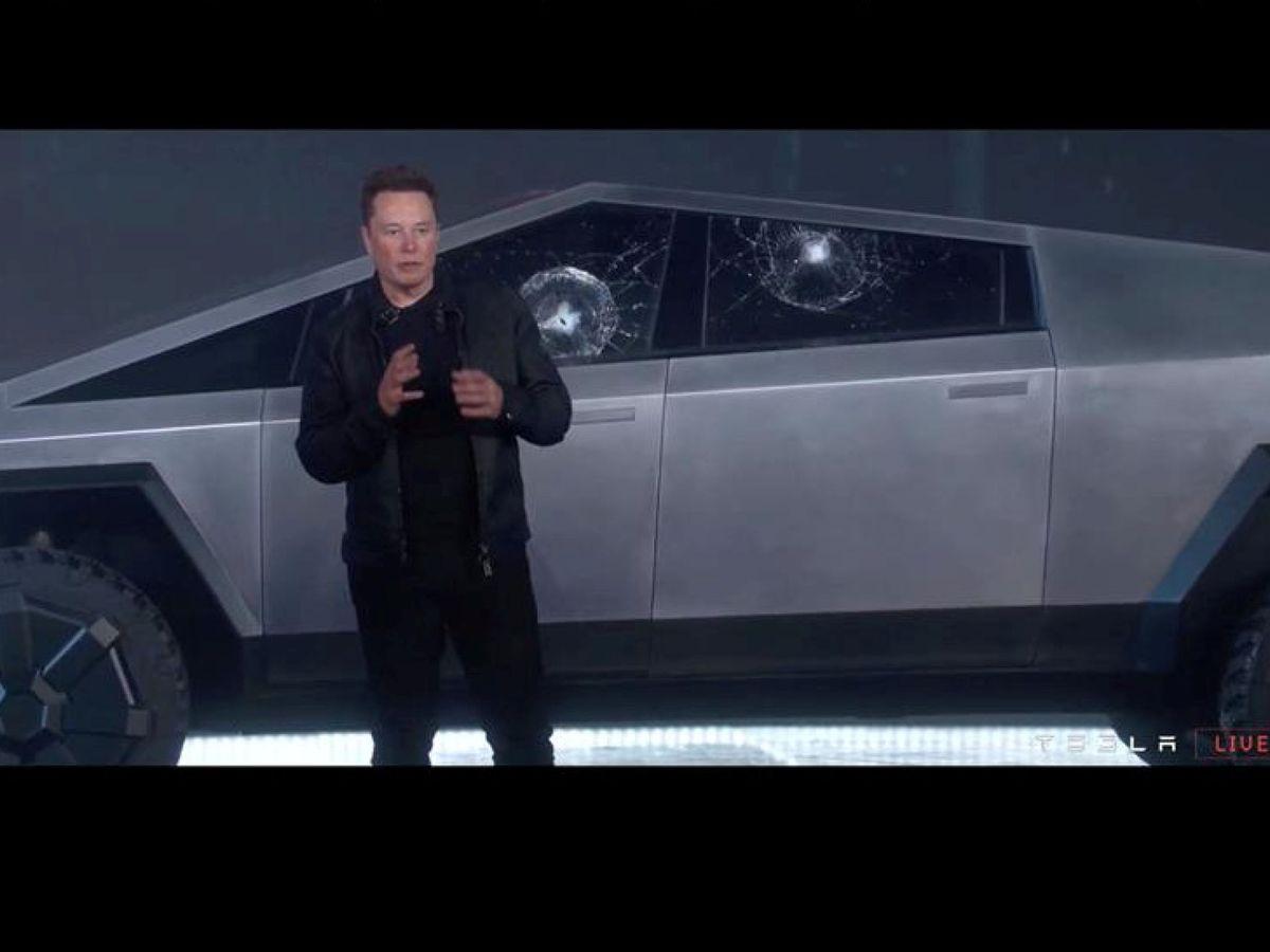 Foto: Musk y su Cybertruck con cristales rompibles. (Reuters)